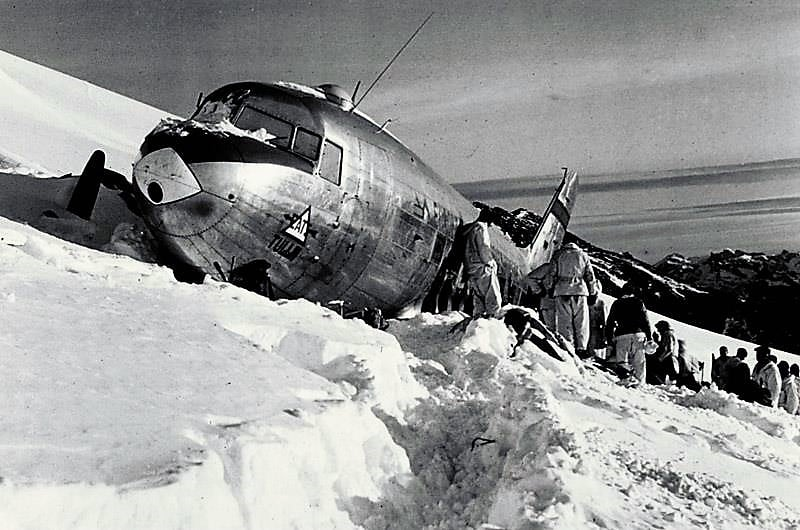 Melting Swiss Glacier releases debris of 1946 crashed USAAF C-53